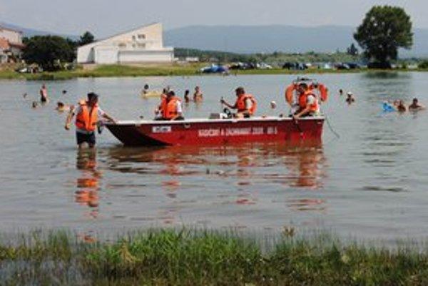 Záchranári vo vodách Šíravy hľadali utopeného mladíka dva dni.
