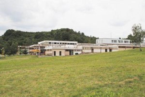 Tento komplex na Lúči - Hôrke by chcela obec prestavať na ubytovacie zariadenia a krytý bazén s celoročnou prevádzkou.
