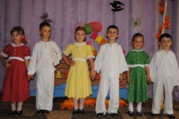 Vystúpenie v Užhorode. Michalovskí škôlkari pripravili pre ukrajinské deti kultúrny program.