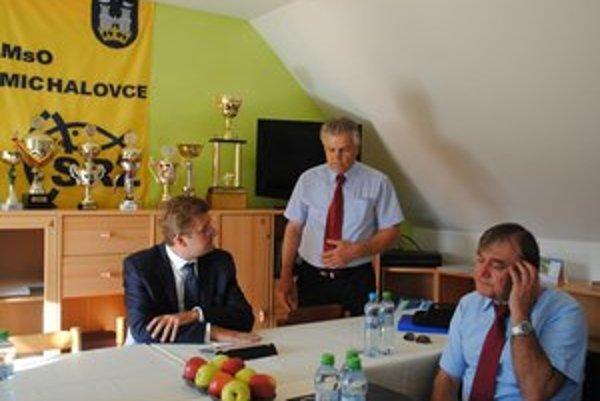 Rybári z michalovskej mestskej organizácie Slovenského rybárskeho zväzu požiadali ministra Žigu, aby pomohol zrušiť režim Chyť a pusť.