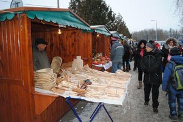 Ulička remesiel. Mohli ste tu kúpiť med, keramiku, dekorácie, ale aj fujaru.