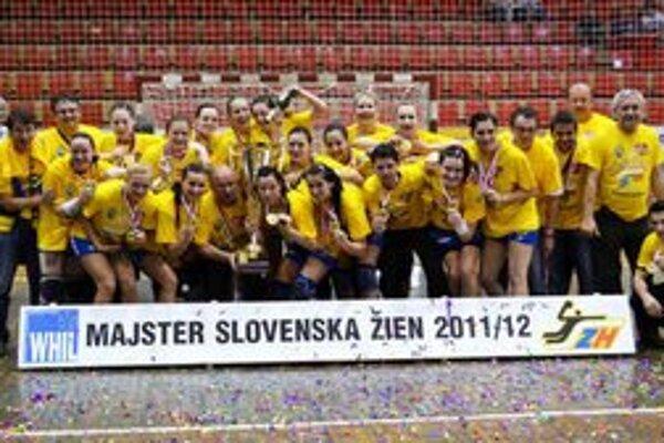 Dosiahli najväčšie úspechy. Hádzanárky Iuventy sa stali majsterkami SR a vyhrali aj Slovenský pohár.
