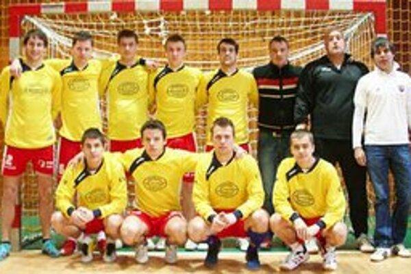 Víťazný tím ŠK Strážske. Na turnaji neprehral ani jeden zápas.
