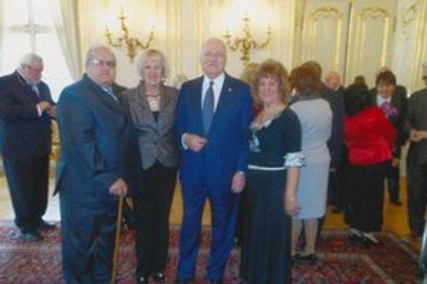 Michalovčanky u prezidenta. Členom OR SZZP Michalovce poďakoval za ich prácu prezident Ivan Gašparovič.