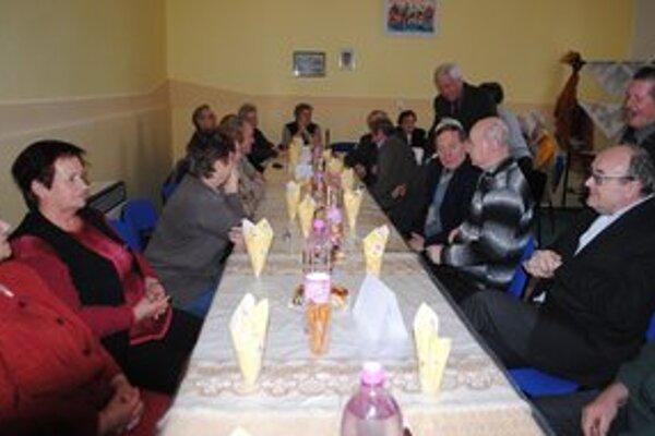 Močarany. Na stretnutie rodákov prišli bývalí žiaci, ktorí navštevovali  školu v rokoch 1934-1946.