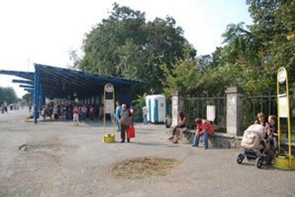 Autobusová stanica v centre Michaloviec má byť minulosťou, nová bude stáť pri železničnej stanici.