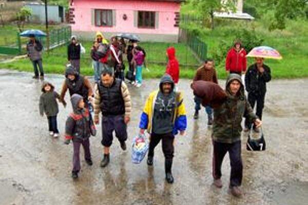 Pred vodou utekali aj z Malčíc. Peniaze už dostali i ľudia, ktorých evakuovali z Hradišťskej Moľvy.