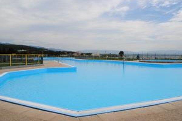 Zatvorili. Bazény v stredisku Kaluža obec v piatok neotvorila.