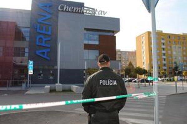 Chemkostav Aréna. Polícia prehľadala celý objekt a priľahlé parkoviská.