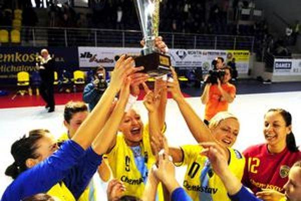 Radosť hráčok michalovskej Iuventy. Triumf v Slovenskom pohári bol zároveň zadosťučinením.