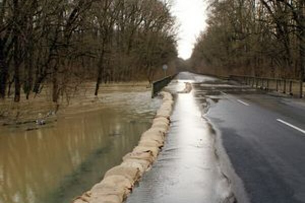 Pred mesiacom dosiahli rieky južného Zemplína až tretí povodňový stupeň, teraz hrozia vzostupom opäť.