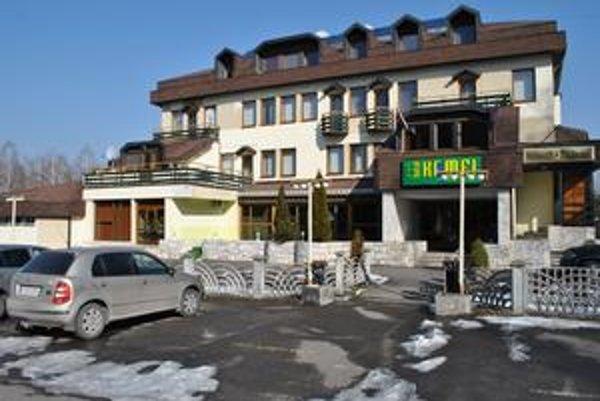 Hotel Kamei. Tu sa má v utorok sústrediť pozornosť celého Slovenska. Súdna rada si tu má vypočuť 24 kandidátov na disciplinárnych sudcov.
