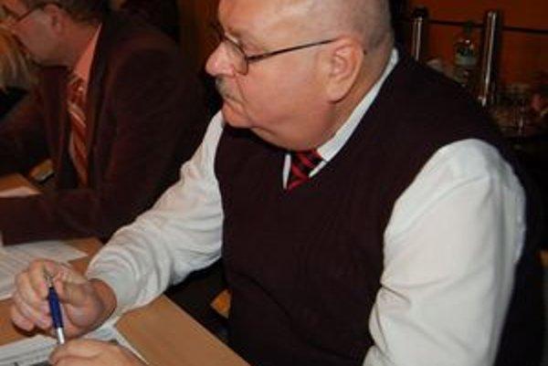 Tibor Bodnár. Je už štvrtým poslancom za pol roka, ktorý sa vzdal mandátu...