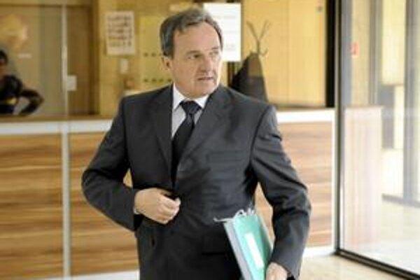 Materiál, ktorý predložil na rokovanie vlády minister životného prostredia Jozef Medveď, zmizol z portálu vlády.