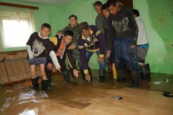 Plávajúca podlaha. Takto to vyzeralo v dome Demeterovcov vlani.
