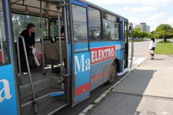 Mestská doprava. Michalovčania zaplatia dopravcovi za straty, ktoré mal vlani dohromady vyše 256-tisíc eur.