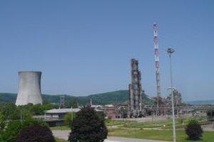 V prevádzke lepidiel v areáli Chemka Strážske došlo v sobotu popoludní k explózii.