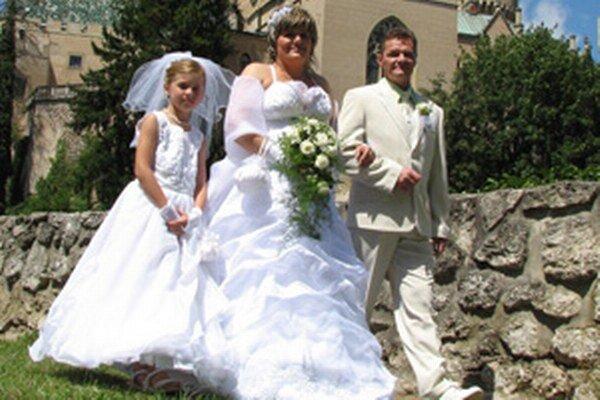 Do manželstva v roku 2013 vstúpilo v Trenčianskom kraji 2 642 párov.
