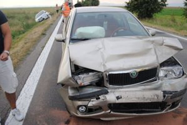 Roztrhlo sa vrece s nehodami. V okrese Michalovce havarovalo za dva dni 12 áut. Vodiči sú počas horúčav viac nesústredení.