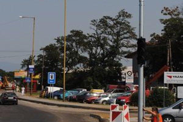 Semafory. Osadili ich pred firmou Yazaki a na križovatke spájajúcej  Užhorodskú ulicu s Kapušianskou.