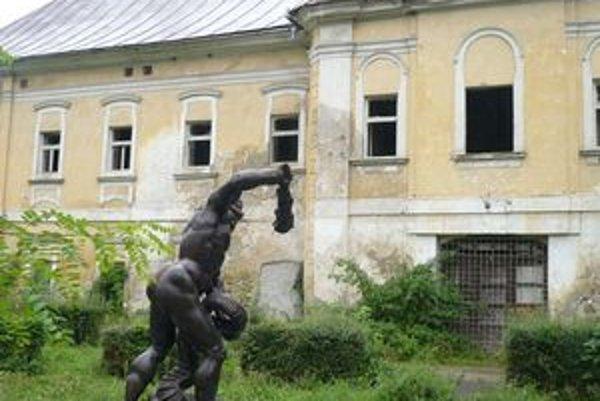 Kaštieľ v Snine. Mesto ho vlastní od jesene 2009. Peniaze na opravu získalo z eurofondov.