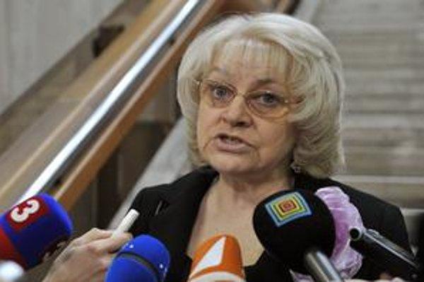 Pilotné sociálne podniky mala očistiť v očiach poslancov ministerka Viera Tomanová. Na chvíľu však ochorela.