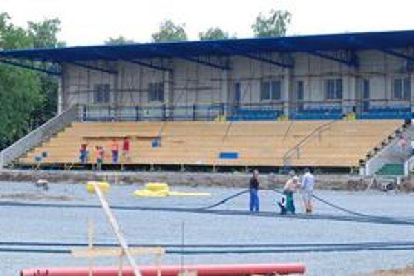 Práce na štadióne MFK Zemplín sú v plnom prúde.