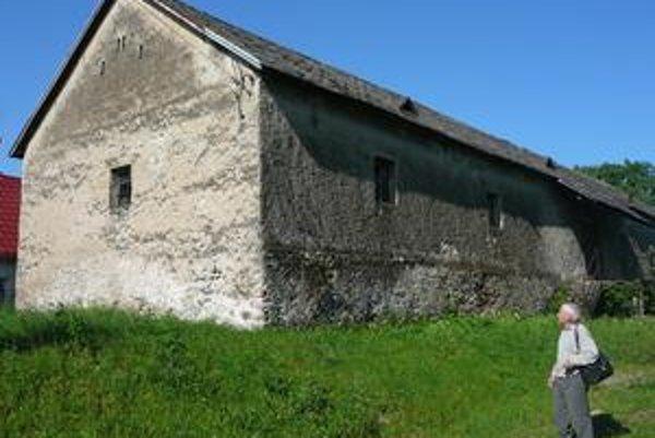 Bývalé kasárne. Obec tu zriadi múzeum vinohradníctva a vinárstva.