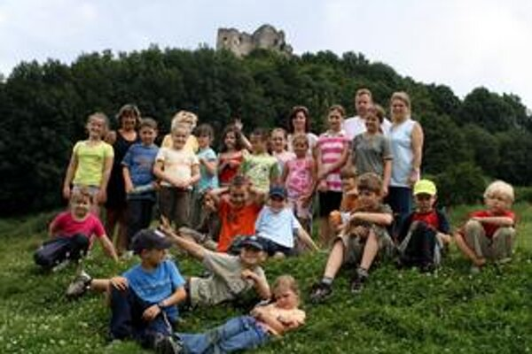 Odmenou bol výhľad. Výstupom na Brekovský hrad si deti vyslúžili nádherný výhľad a opekačku.