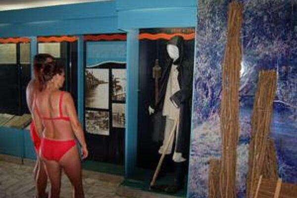Vodohospodárske múzeum. Vystavené exponáty si môžete pozrieť v plavkách.