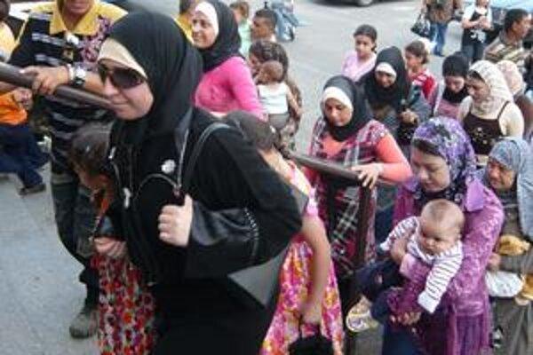 Už v Humennom. Utečenci sa stretli na obede s veľvyslancom.