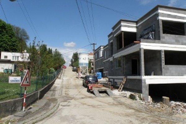 Bytovky čoraz častejšie vyrastajú aj v lokalitách, kde boli doteraz len rodinné domy.