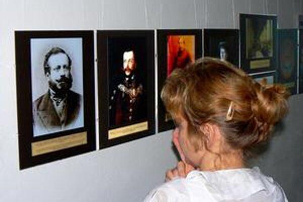 Jedinečné zábery. Dobové fotografie si možno pozrieť vo výstavnej sieni múzea na poschodí.