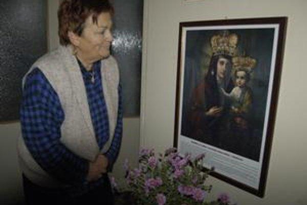 Ikona sv. Bohorodičky. Putuje z domu do domu. Spoločne sa k nej modlia celé rodiny.