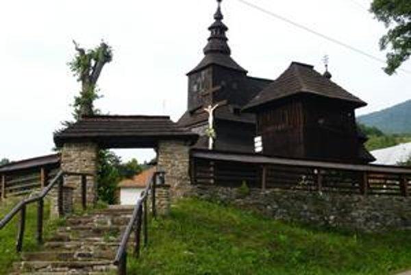 Jeden z klenotov. Cerkev archanjela Michala z roku 1740 v Ruskom Potoku priťahuje každoročne pozornosť domácich aj zahraničných turistov. Aj jej repliku nájdu v Uliči.