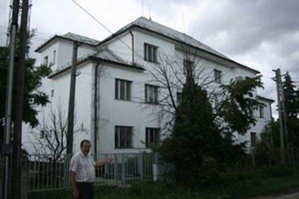 Starosta Veľkých Trakán József Kopasz tvrdí, že doteraz nikto v obci nepožadoval dvojjazyčné vysielanie.