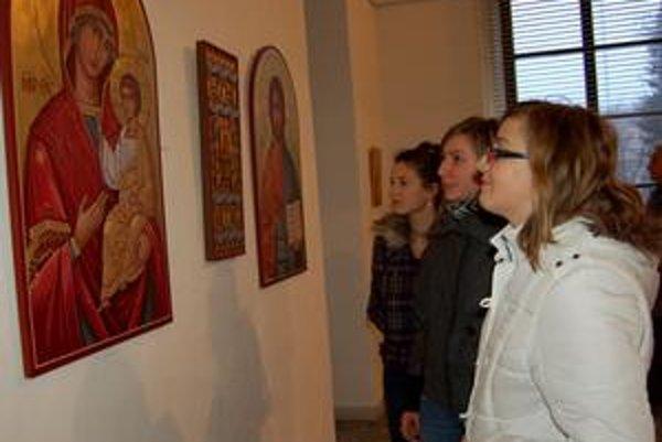 Rôznorodosť ikon. Obdivovatelia umenia môžu na bienále vidieť ikony klasické, ale aj štylizované a stvárnené rôznymi formami s použitím moderných materiálov.