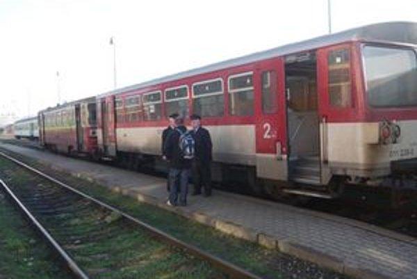 Z Humenného cestujú v súčasnosti cestujúci do Stakčína takýmto vlakom. Rovnako to bude aj na budúci rok. Nové súpravy DMJ chce ZSSK zaradiť koncom roka len na trať Humenné-Prešov-Košice a späť.