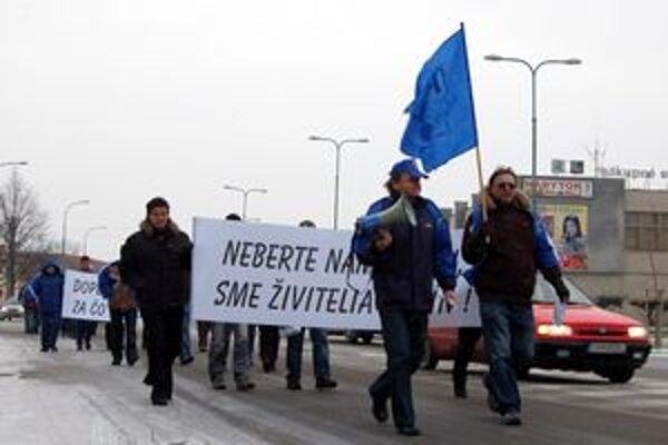 Zúfalí ľudia z Bliky využili právo protestovať, aby upozornili na patový stav, v ktorom sa ocitli nevinne.