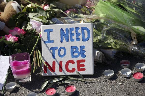 Francúzi spomínali na obete teroristického útoku.