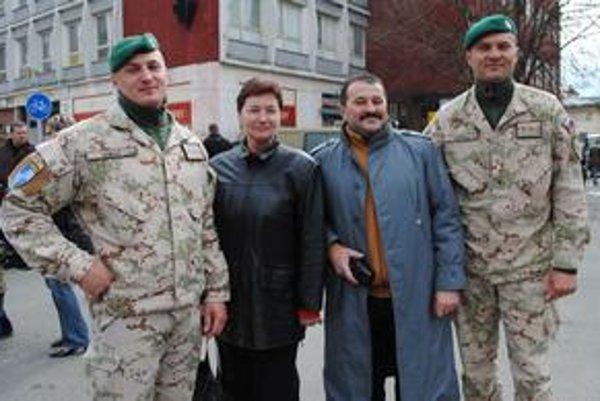 Šťastný návrat. V Afganistane slúžili naraz dvaja synovia Kataríny Gombárovej.