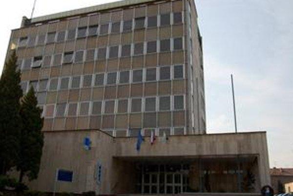 Prešľap za prešľapom. V správe takmer nebolo oblasti, v ktorej by NKÚ nezistil chyby a prešľapy trebišovskej radnice.