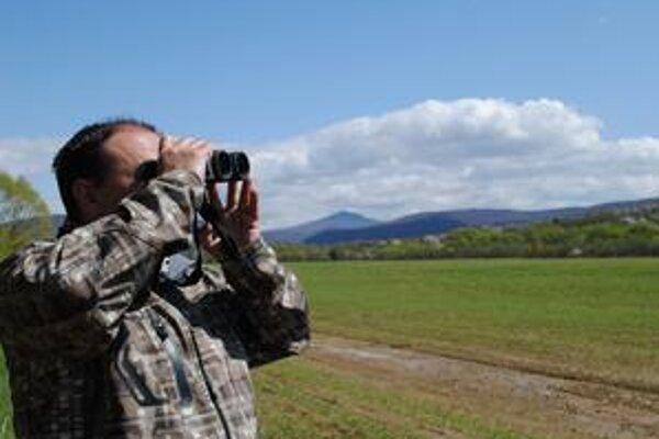 Miroslav Demko. Riaditeľ ornitologickej spoločnosti bol z pozorovania pod Čarnou hurou pri Ptičom unesený. Orol krikľavý, ktorý sa vrátil spod Sahary, či bocian čierny na seba nedali dlho čakať.