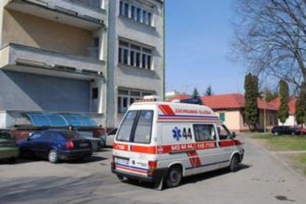 Záchranka. Sanitka po Nikolku neprišla. V tom čase boli vozidlá na zásahu.