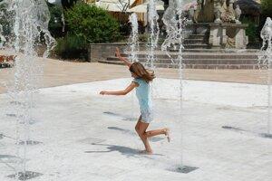 Nová fontána má tryskovú aj bazénovú časť. Ľudia do nej môžu vstúpiť.