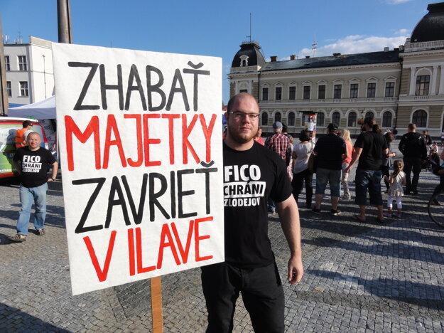 Jeden z protestujúcich na dnešnom podujatí v Nitre.