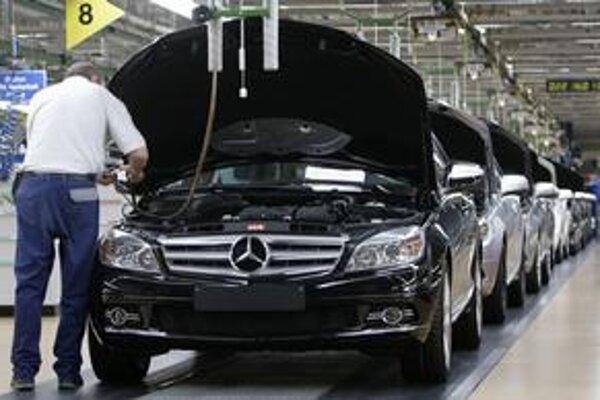 Zamestnananci Daimleru súhlasia s úspornými opatreniami. Chcú však za ne podiel na firemnom kapitáli.