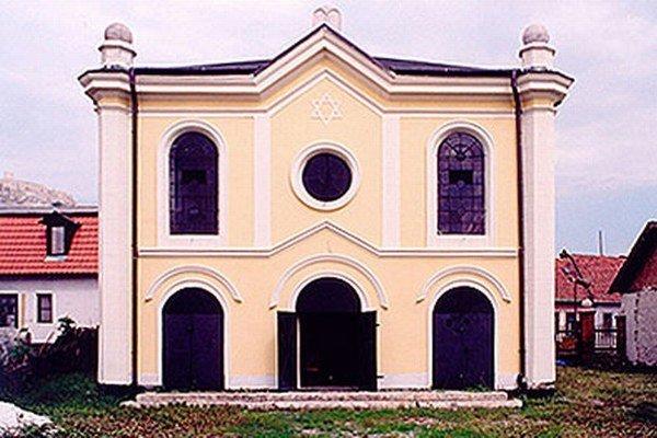 Židovská synagóga v Spišskom Podhradí. Zrekonštruovaná slúži na kultúrne podujatia. Teraz je v nej výstava.