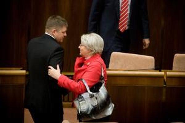 Slová premiéra Fica a ministerky práce Tomanovej o tom, že druhý pilier je zlý, ľudí zatiaľ nepresvedčili.