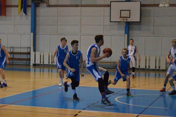 Tretie miesto. Po dobrých výsledkoch vKomárne ana Karlovke Bratislava sa kadeti BK 04 AC LB Spišská Nová Ves držia vtabuľke na treťom mieste.